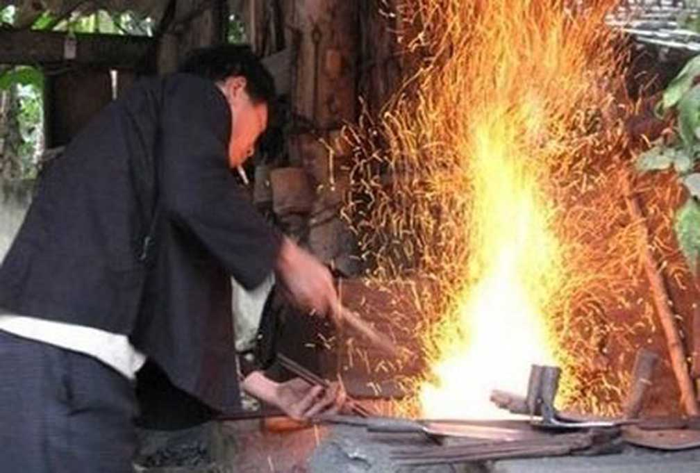 Phuc Sen forging village